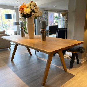 New-England-Solid-Oak-Dining-Table