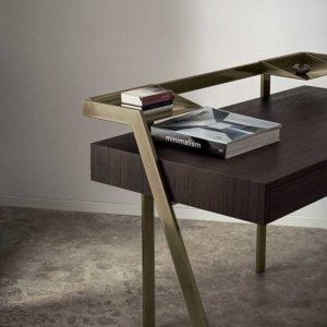 Vicenza-Desk-Closeup